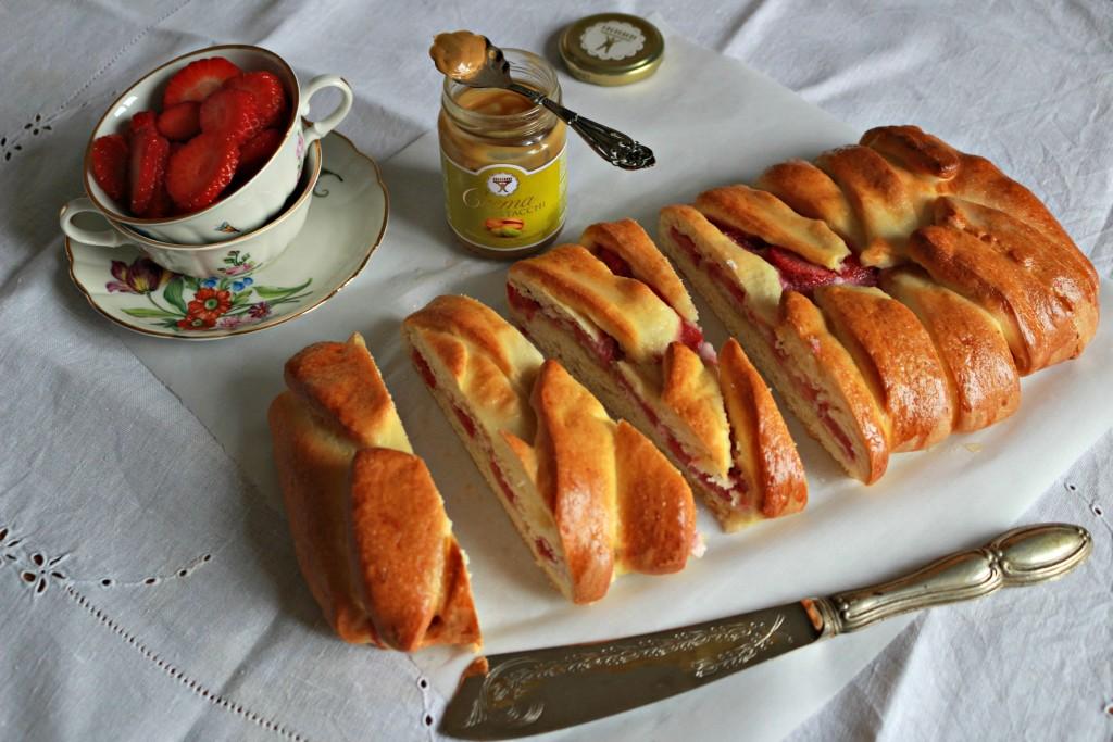 treccia danese fragole e pistacchio