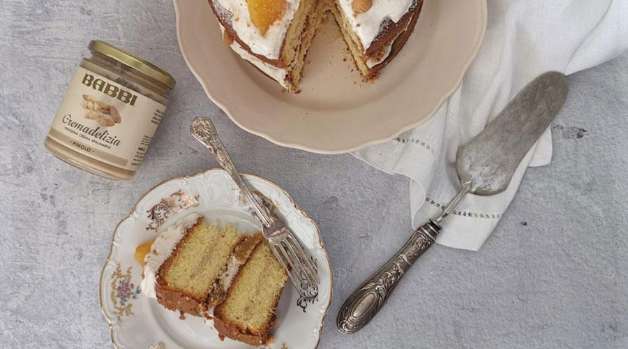 Sponge Cake con Crema di Pinoli e Pesche Sciroppate