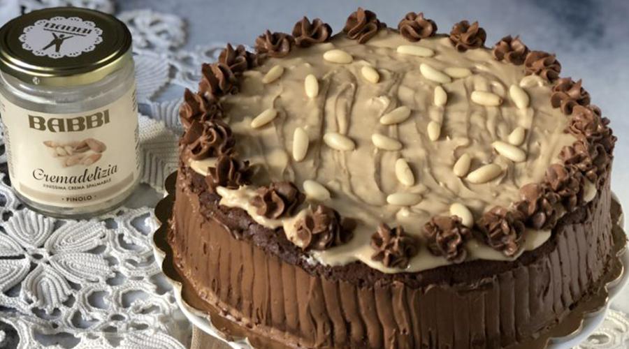 Torta fondente al mascarpone con crema delizia al pinolo